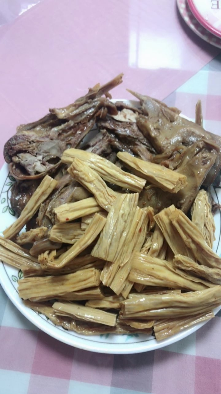 好久没吃鸭头了~~腐竹也好辣~~ 赤小豆薏米水真的挺好用 我 ...