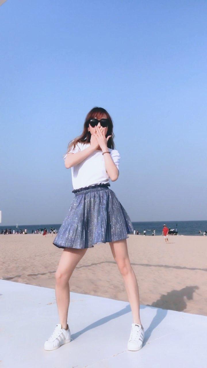 海边尬一下~抓住夏天的尾巴~#舞蹈##swish swish