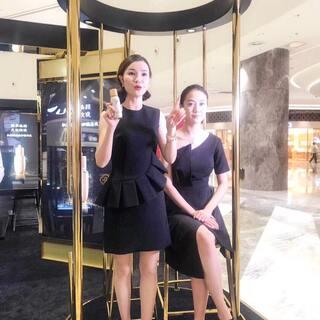 ✨中秋快乐✨今天小彬老师在亚洲最大金鹰mall做彩妆秀活动~两套很正点的裙装专门搭配此次活动👏👏有没有来偶遇哒?😄😄😘😘#美妆时尚##我要上热门##穿秀#