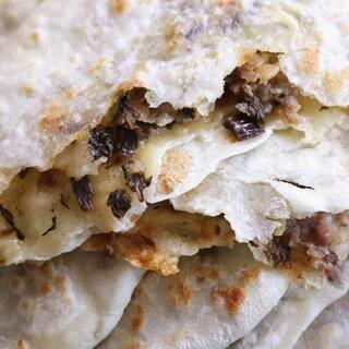 经常排队买的梅干菜肉饼自己在家就能做!#美食##面食##街边小吃#@美拍小助手