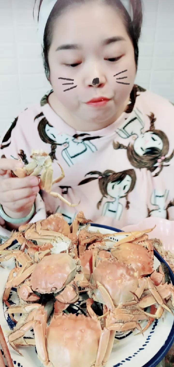 #吃秀##深夜放毒##啃螃蟹#宝贝儿,这个点肚子饿了吧!看看辣妈啃螃蟹吧!哈哈哈哈哈哈!望梅止渴,画饼充饥一下下吧!😋😋😋