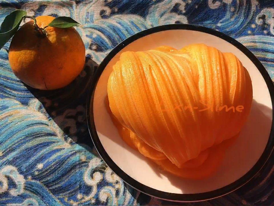 你们喜欢吃橘子吗?我先说我先说~我其实不喜欢吃橘子,但橘子不用洗去皮就能吃,🙄️#手工# 👉(通知)下午五点准时在@小小小小阿君 这里更新假吃,沙发第一送转发👏抢到的小伙伴请准备好你的视频呦❤️还有美拍福利社可以参加👏