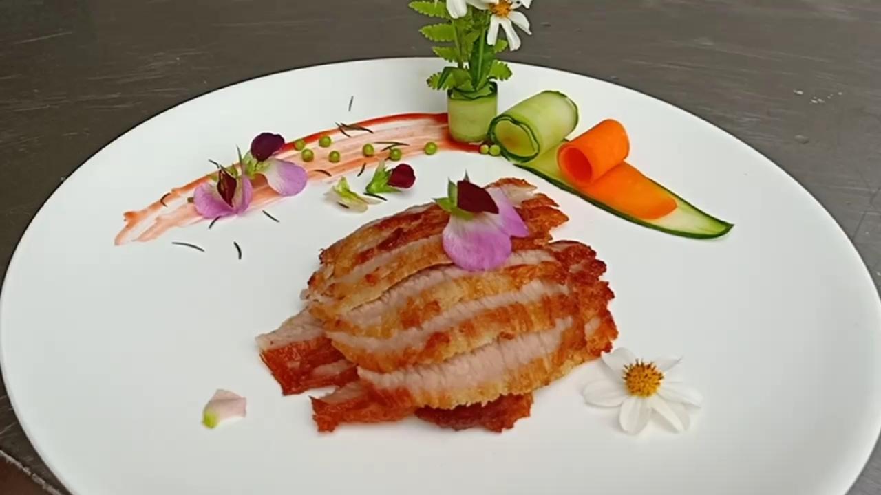 #美食##年夜菜##粤菜#广东经典名菜炭烧猪颈肉全教程。