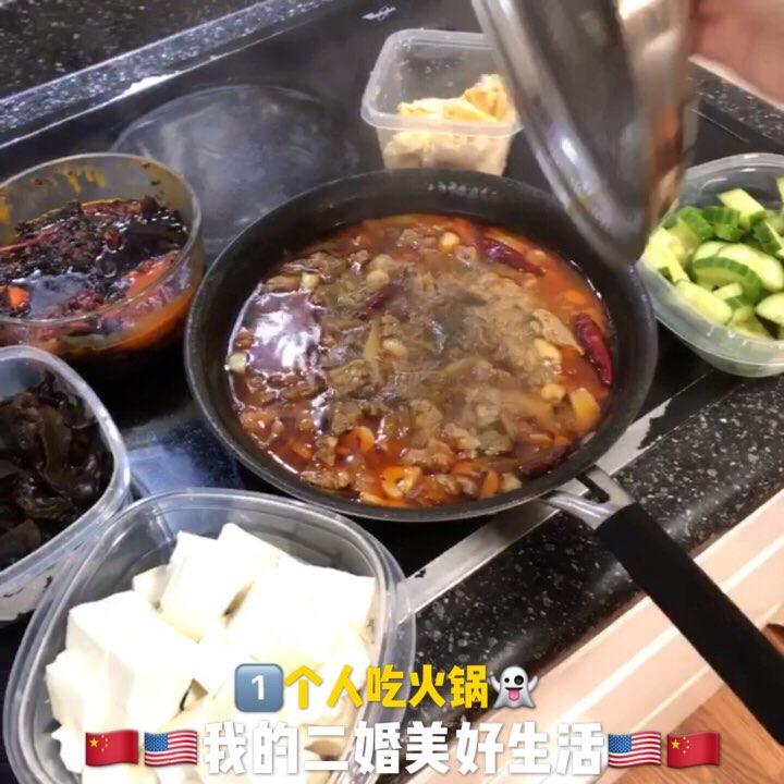 发现1包上次小姨回国从四川带来的火锅料🔥炖上一锅牛肉,1️⃣个人的牛肉火锅👻#美食##宠物##今天吃什么#
