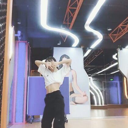 不好意思來晚了hhh 這是一條汗唧唧的視頻??#金請夏bb##韓舞##舞蹈#@美拍小助手