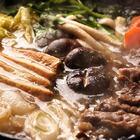 仔细熬一锅高汤,锅物丰富,牛肉包裹滑溜的蛋液,不再烫口,鲜味也升华,大口嚼下都是幸福的滋味。天冷了,吃火锅吧,暖锅里有最美好的声音。#美食#