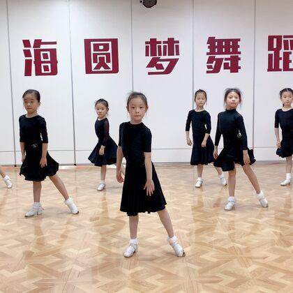 小不點們也有了些模樣。#少兒拉丁舞##舞蹈##我要上熱門#