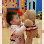 看见最喜欢的小熊,开心的不得了#家有萌宝#
