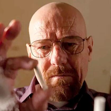 大家好,我是戴着眼镜拿着话筒的阿拉斯加,片片。 自从上回给大家解说了《绝命毒师》的前三季之后,后台就直接炸了锅。 终于,今天我把《绝命毒师》的最后两季肝了出来。