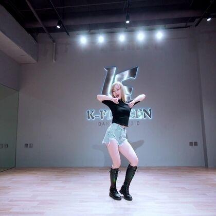 『点赞舞』#MOMOLAND - Thumbs Up!#北京丰台#敏雅韩舞专攻班#@K-FIFTEEN舞蹈工作室 @凤梨酥??杨小硕 新年第一天,看完这个视频我都想去试试,难道是魔曲有毒????#舞蹈#竞猜老师用了几分钟扒舞?