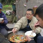 新的一年从一锅火锅米线开始![馋嘴]在我们重庆,虽然老老少少都喜欢吃火锅,但我觉得火锅还是约上个七八好友,或者家里团圆吃才最巴适。人少的时候就煮火锅米线,既有火锅的味道又特别方便,别有一番滋味!#美食##农村美食##美食教程#