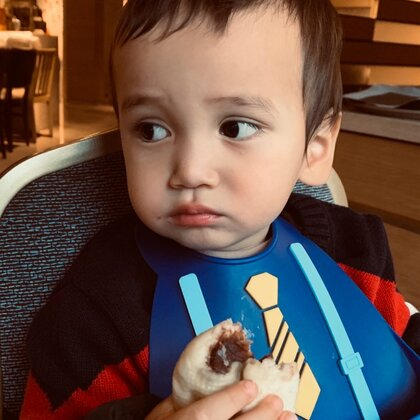 2020/1/4星期六(21m) 爱吃豆沙包的小混血儿。#黄子诺诺诺中意混血francesco##宝宝吃秀##我要上热门@美拍小助手#