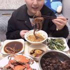 今天在家吃,吃八爪鱼呀~梭子蟹呀~梭子蟹很新鲜,我也是第一次吃肉还是很多的。#吃秀##今天吃什么##小吃货#