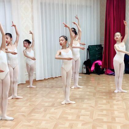 """""""上海圓夢舞蹈""""期末芭蕾公開課。美#芭蕾##芭蕾舞##少兒芭蕾#"""