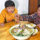 婆婆过生日,儿媳煮一盆米粉汤,生活平淡才是真 #我要上热门##美食##农村#