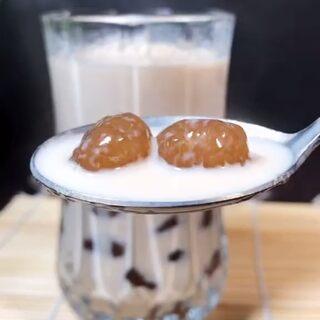 記錄美好生活,用紅茶做杯珍珠奶茶吧!據說王俊凱特愛喝這款!學會了,就可以理直氣壯阻止家人和孩子去外面買了!#自制奶茶##我要上熱門@美拍小助手#