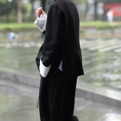 好多小姐姐都比小哥哥帥的,比如我們的T王Max,恨不能把灣的都拜直了#我要上熱門##穿秀#@美拍小助手