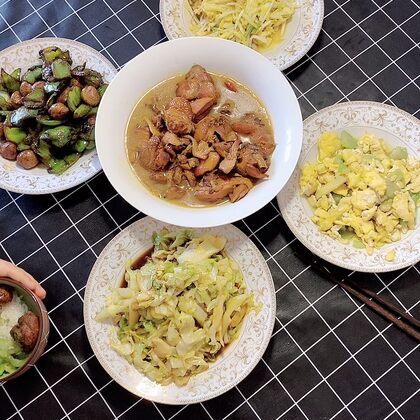 就這桌子下飯菜,不胡擼他三大碗米飯都對不起這張帥氣英俊的臉!!!#吃秀#