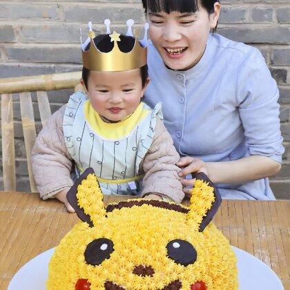 這是豆芽兩次過生日的視頻,一個蛋糕是烤出來的,一個是蒸出來的,不管做得好不好,媽媽都會陪伴豆芽慢慢長大 #美食#