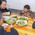 去趕集買東西,婆婆在家釀酒,看看午飯做啥好吃的 #我要上熱門##美食##農村#