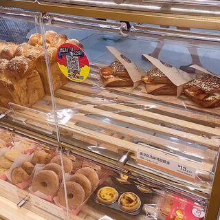 來啦!好久沒吃85了,最愛的百里香芝士和芝士三明治??#吃秀#
