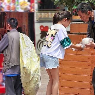 当一位口渴的拾荒老人向街边的店家要水喝,会发生什么呢?爱心是无价的。