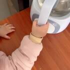 别人问你在家带孩子每天都在干嘛的时候发这个给他看??当妈的才懂????#宝宝的迷惑行为#
