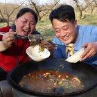 农村生活真惬意,买2条黑鱼,配上泡菜一锅炖,吃肉又喝汤好过瘾#hi 2021#