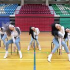胖胖的那位女孩子真的太可爱了,像极了第一次穿高跟鞋跳舞努力不到的样子 哈哈哈 #舞蹈##韩舞##GirlGroups舞蹈#