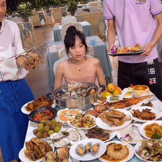 来三亚 当然要在星级酒店 吃海鲜吃到扶墙出啦