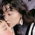 #今日穿搭##超甜情侶照##挑戰原相機不加特效##假裝是照片#今年流行得羊毛卷??