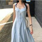 這款裙子有人喜歡嗎? 腰部的收腰設計 顯得腰細細的~ 顯瘦!我一個沒有腰身的人穿上都覺得腰細了! 基礎裝飾一排扣設計~加上清爽的淺藍色 喜歡的私信我或者加主頁微信[愛心]