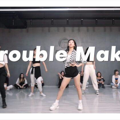 最近喜欢跳老歌~我的新编舞,嘻嘻??#Trouble Maker #@美拍小助手