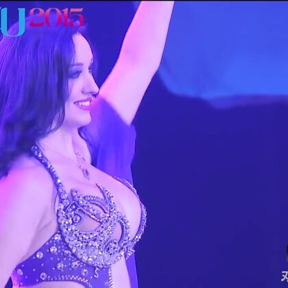 Shahrazd的舞蹈很神奇,能讓人一下子安靜下來,這應該就是頂級東方舞舞者的境界吧#舞蹈##東方舞肚皮舞##東方舞#