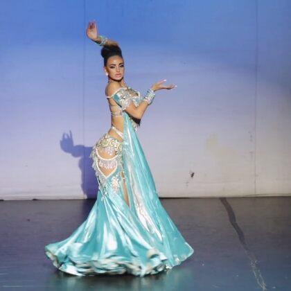 海的女兒Loretta,高貴優雅又性感,關鍵是,腿還長??#東方舞##肚皮舞##我要上熱門#