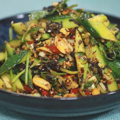 夏季長沙很多大大小小的宵夜點都有這道菜都放紫蘇,不僅味道香而且還經濟實惠#黃掌勺##美食##排黃瓜#