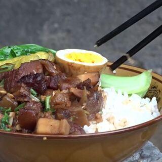 农村小伙户外做卤肉饭,2斤五花肉配1大碗米饭,吃起来太爽口了