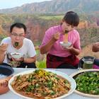 """春姐修了新厨房,做第一道家常菜""""粉条炖肉""""3个人喝茶吃肉,爽#美食#"""