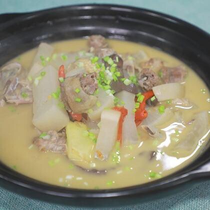 酸蘿卜的吃法有很多種,這種燉鴨的做法不是狠辣但是非常開胃非常適合夏天食用#黃掌勺##美食##酸蘿卜燉鴨#