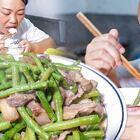 今天就煮一道菜,豆子炒肉,孩子們吃得好香 #我要上熱門##美食##農村#