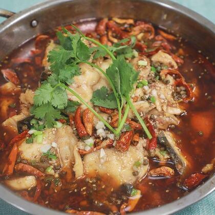 香辣片片魚湖南這邊很多飯店都有在做,按道理說這才就是一道川菜水煮魚片,不管怎么做味道還是非常的不錯#黃掌勺##美食##香辣魚片#