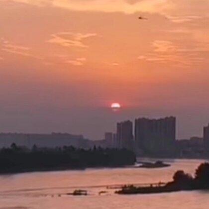 夕阳无限好,只是近黄昏……~~南京长江大桥夜景。