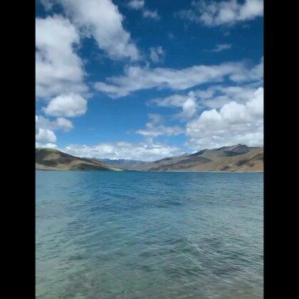 西藏美丽的圣湖羊卓雍措