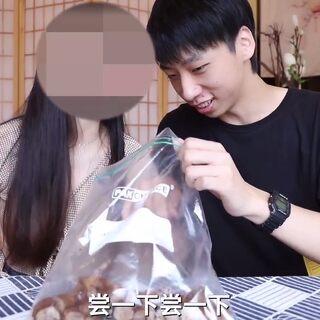 帅小伙买100元鸭货在家自制周黑鸭,带给女朋友吃是什么反应?