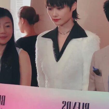 #李宇春、她是一种中性美!  但他确实潮流、趋势、她人很好、很努力、是个时尚、影视、音乐全才!