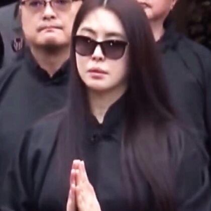 #王祖贤#父亲去世,退隐多年的她含泪送别,曾经的绝世美女,如今却参禅悟道孤身一人,令人惋惜,有多少人还记得她?