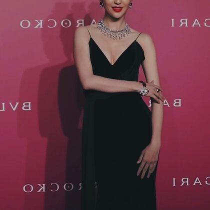 佟丽娅一袭仙气黑裙亮相,晒颜值太绝了