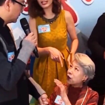 85岁高龄的罗兰生日,欧阳震华为她捶腿,也祝老人家身体健康,一生奉献给荧幕留下太多经典角色,你还记得她吗?