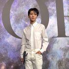 王俊凯亮相活动,一身白衣的翩翩少年,发型好吸睛~