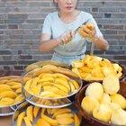 https://item.taobao.com/item.htm?spm=a2oq0.12575281.0.0.45e51debpvAbSR&ft=t&id=642257939057把自然成熟的芒果切成条不加糖就可以直接烤成芒果干了,小孩抢着吃#美食#